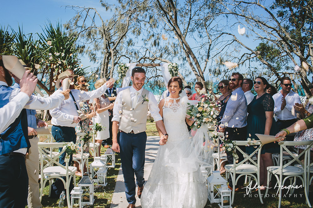 Lo-Res-Alan-Huges-Irish-couple-Suzanne-riley-marriage-celebrant-noosa-beach-